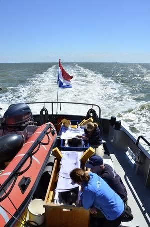 Verzorging aan boord tijdens de reis terug naar zee